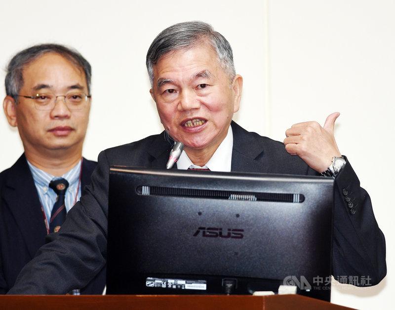 經濟部長沈榮津(右)2日在立法院表示,目前沒有跡象顯示中國要終止ECFA(兩岸經濟合作架構協議),ECFA對兩岸而言是共創雙贏,應不致於單方面終止。中央社記者施宗暉攝 108年10月2日