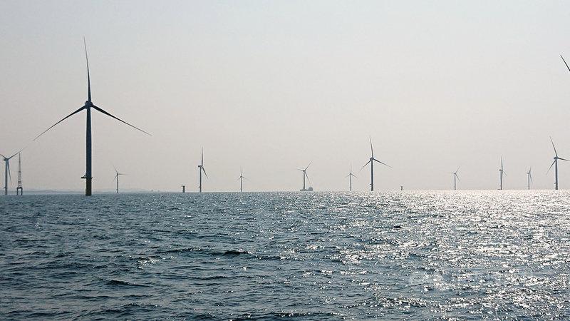經濟部次長曾文生5日帶領媒體搭船至竹南近海了解海洋示範風場建置情形。中央社記者潘姿羽攝 108年10月5日