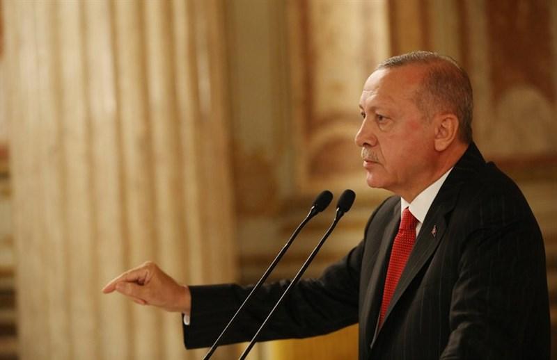 土耳其總統艾爾段13日表示,安卡拉支持的敘利亞國民軍已經控制「和平之泉行動」計劃掌控的第2個要塞特爾阿布雅德。(圖取自twitter.com/tcbestepe)