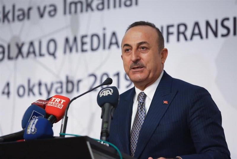 土耳其外交部長卡夫索格魯指出,將「和平之泉行動」說成「土耳其人對付庫德人」,這不僅惡毒而且虛妄。(圖取自facebook.com/mevlutcavusoglu07)
