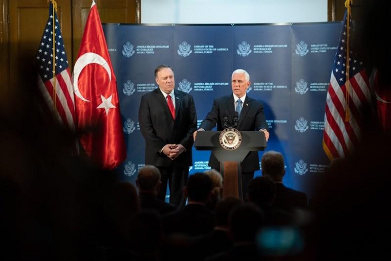 美國副總統彭斯(右)17日與土耳其總統艾爾段會談後表示,土耳其已同意於敘利亞東北部停火5天讓庫德族民兵撤出。(圖取自twitter.com/VP)