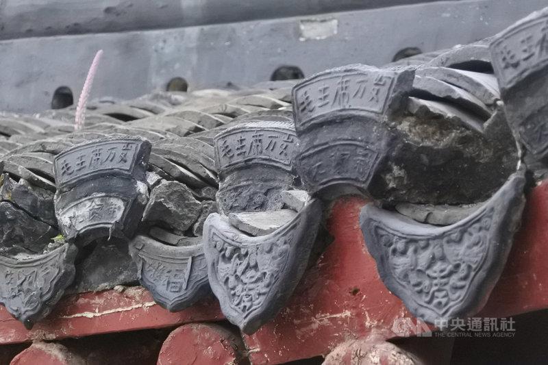 中國江蘇省南通市狼山上的廣教禪寺,寺院建築中可看見寫上「毛主席萬歲」字樣的瓦當。據解說,這是文革時期,僧人為了避禍想出來的辦法,讓造反派不敢毀壞寺廟。中央社記者張淑伶南通攝 108年10月19日