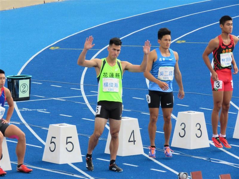 台灣「最速男」楊俊瀚(左2)20日在108年桃園全國運動會男子100公尺預賽,跑出全場最佳的10秒35。(圖取自facebook.com/Hank.Y.Taiwan)