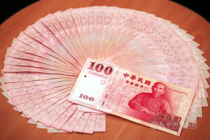 新台幣21日隨亞幣走揚,收盤收30.592元,升值1.9分。(中央社檔案照片)