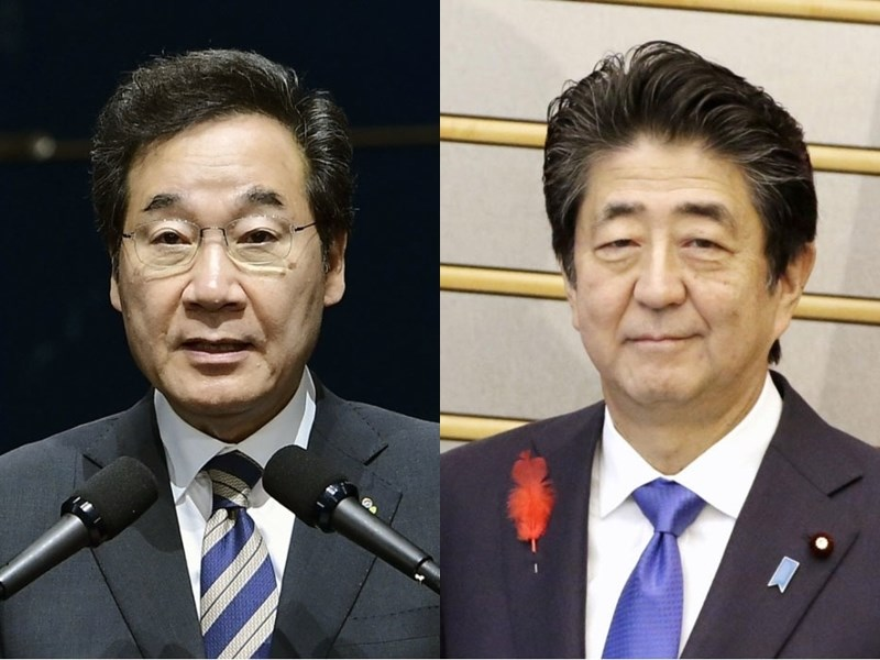 南韓國務總理李洛淵(左)22日啟程前往日本出席日皇即位儀式。此行他也將會晤日本首相安倍晉三(右),為「文安會」鋪路。(共同社提供)
