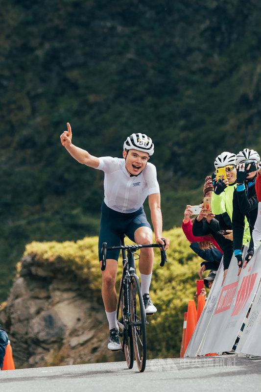 2019台灣自行車登山王挑戰(Taiwan KOM)25日在花蓮登場,730名參賽者同場競技,最終由丹麥籍21歲選手安東.卓明格(Anthon Charmig)封王。(觀光局提供)中央社記者汪淑芬傳真 108年10月25日