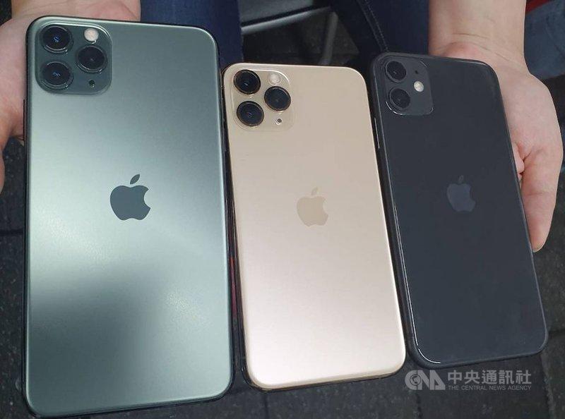 iPhone 11系列開賣以來全球熱銷捷報頻傳,靠著新機爆發力,蘋果也重登台灣9月手機市場銷售量市占冠軍。中央社記者江明晏攝 108年10月26日