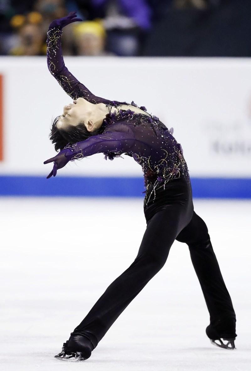 日本男子花式滑冰選手羽生結弦,27日在國際滑冰總會花式滑冰大獎賽加拿大站以壓倒性總分奪冠。(共同社提供)