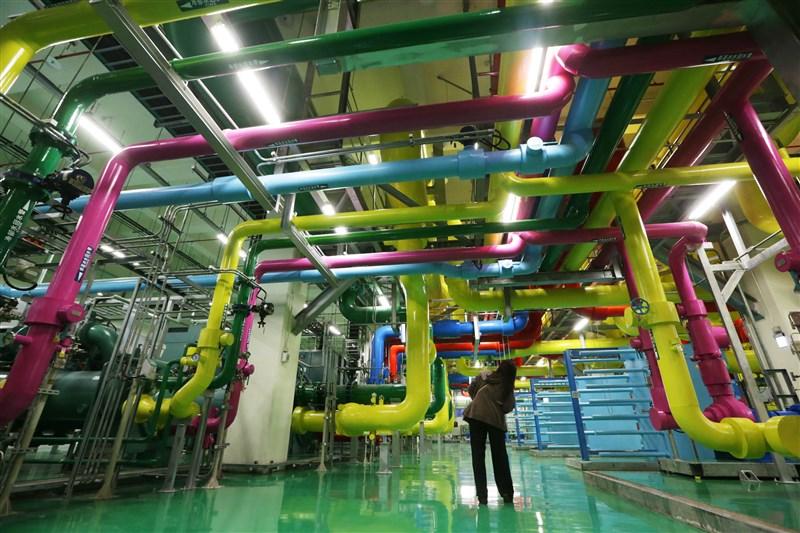 經濟部投審會28日核准Google匯入新台幣260億元,用於擴大既有資料中心。圖為Google彰化資料中心的冷卻及熱能儲存系統。(中央社檔案照片)