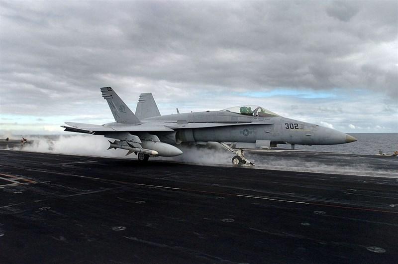 駐日美軍調查兩起撞機事故的報告顯示,日本西部美軍陸戰隊岩國航空基地的部分戰鬥機飛行員紀律欠佳。圖為F/A-18大黃蜂式戰鬥機。(圖取自維基共享資源,版權屬公有領域)