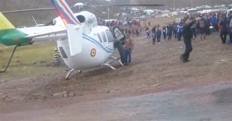 一架載著玻利維亞總統莫拉萊斯的直升機4日因機械故障而緊急降落,前內政部長莫爾迪斯在推特發文稱是「一場犯罪攻擊」。(圖取自twitter.com/HugoMoldiz)