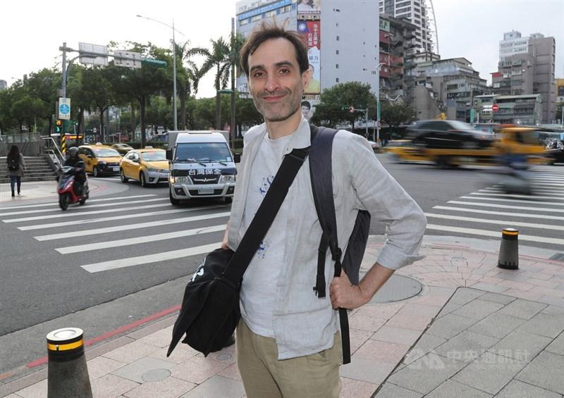 法國籍導演尚若白(Jean-Robert Thomann)曾獲第22屆台法文化獎,並拍攝多部與台灣傳統文化有關的紀錄片,10月底通過內政部審查,取得中華民國國籍。中央社記者張皓安攝 108年11月11日