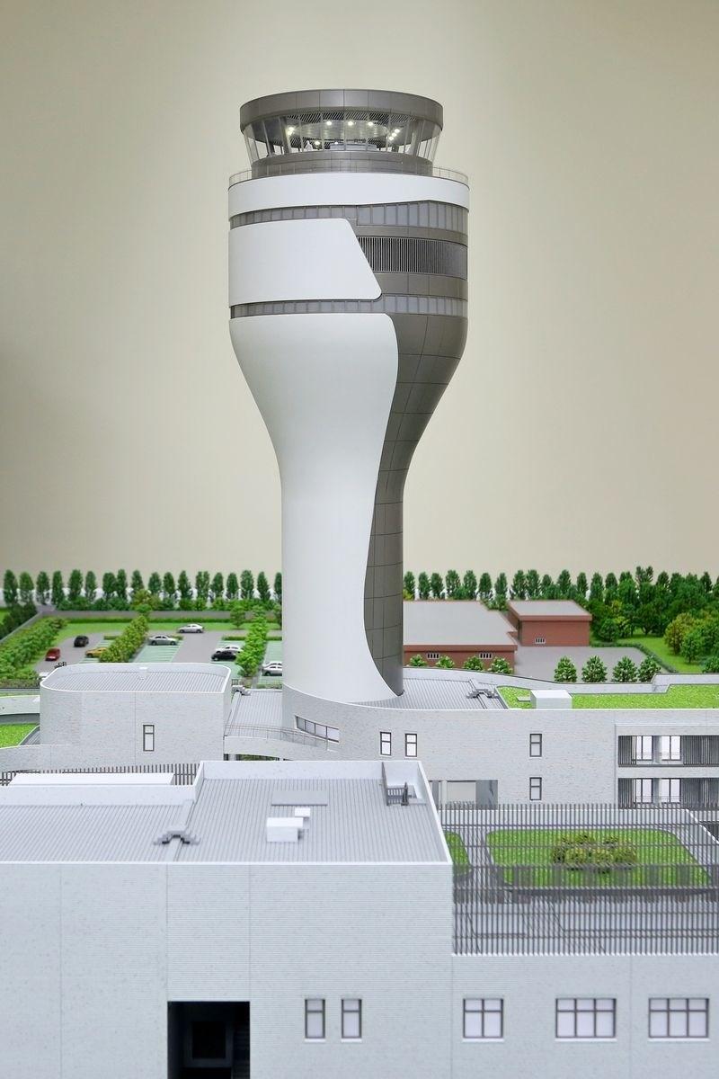 桃機新塔台年底啟用,由法國設計團隊設計,造型靈感來自野柳女王頭。(民航局提供)