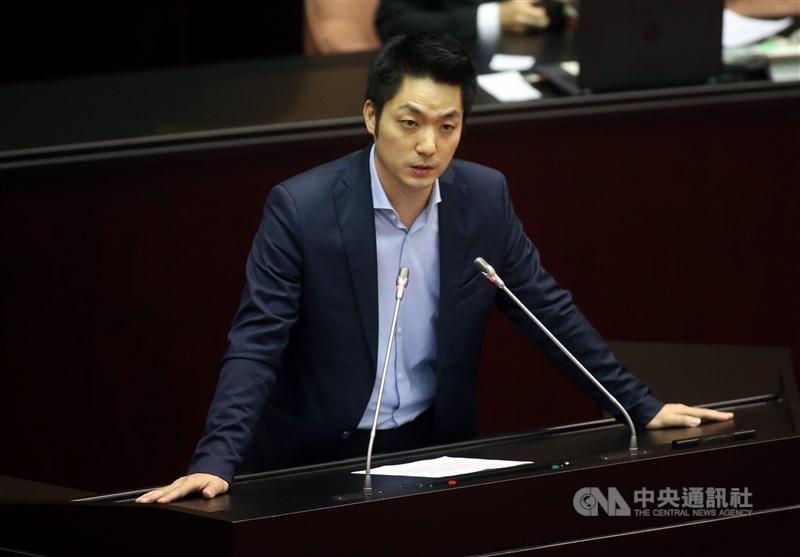 港警本週硬闖大學校園與示威者對峙,國民黨立委蔣萬安14日表示,給予香港捍衛民主與自由的學生最高敬意。(中央社檔案照片)