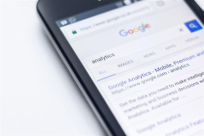網路搜尋引擎龍頭谷歌針對政治廣告採取更嚴格的措施,可有助於減少關於選舉活動的假新聞散播,讓社群媒體臉書調整現行「不干預」方針的壓力更大。(示意圖/圖取自Unsplash圖庫)