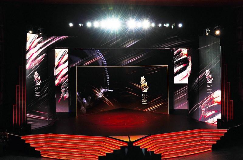 第56屆金馬獎頒獎典禮23日晚間將隆重登場,典禮製播單位台視22日搶先曝光為金馬特製的舞台,以數千片LED螢幕為基底,打造氣勢磅礡的旋轉舞台。(台視提供)中央社 108年11月22日
