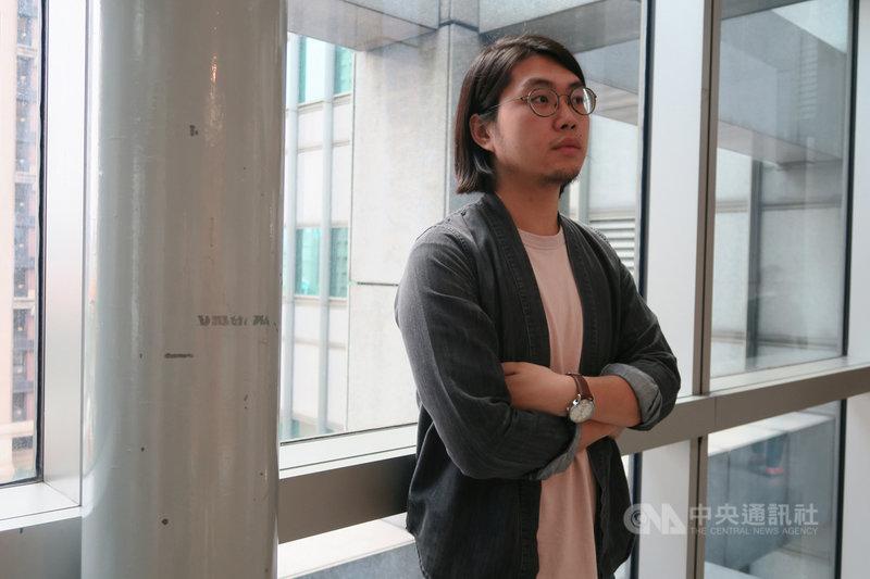 第40屆時報文學獎1日公布最終得獎名單,影視小說組由來自香港、在台念書的洪昊賢獲首獎,他的作品「之後」書寫香港小人物,反映作者眼中的香港局部真實。中央社記者陳政偉攝 108年12月1日