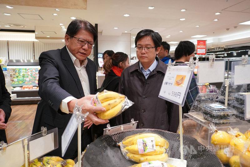屏東縣長潘孟安(左)1日以一天時間來回日本,到東京查看銷售和供貨情形,潘孟安2日表示,希望獲得GGAP認證,爭取進軍東京奧運選手食材。(屏東縣政府提供)中央社記者郭芷瑄傳真  108年12月2日