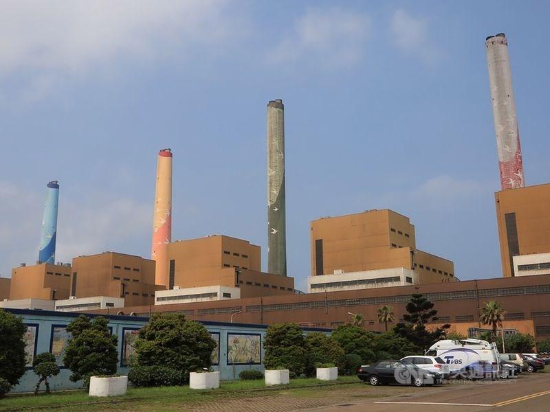 台中市長盧秀燕3日再宣布針對台中火力發電廠燃煤使用量超過容許量,開罰新台幣300萬元。(中央社檔案照片)
