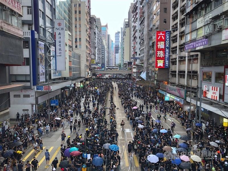 IHS Markit調查顯示,11月香港私營經濟陷入自2003年初SARS疫情爆發以來最嚴重衰退。(中央社檔案照片)
