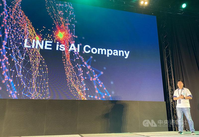 通訊軟體LINE 4日舉辦第4屆台灣開發者大會,LINE台灣資深技術總監陳鴻嘉在主題演講中表示,隨著許多LINE服務陸續在台推出,過去4年LINE台灣工程團隊人數已成長10倍。中央社記者吳家豪攝 108年12月4日