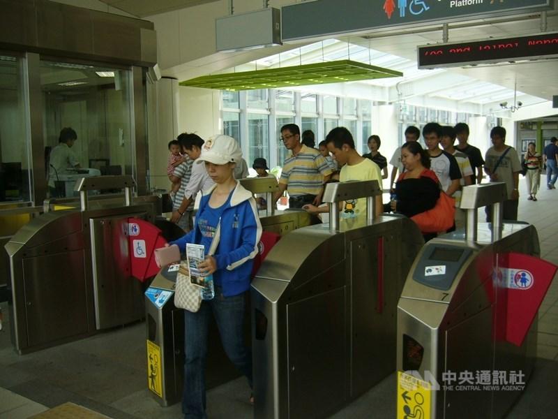 台北捷運票價優惠方案初步擬定完成,依「忠誠度」採每月分級回饋現金,最高回饋30%,相當於全票7折。(中央社檔案照片)
