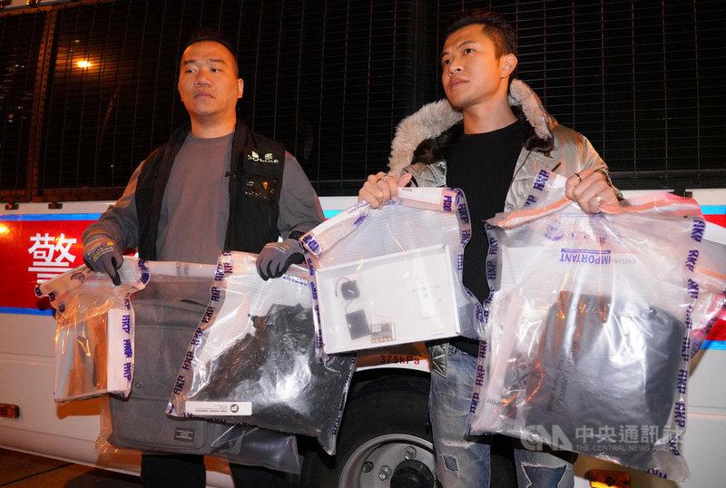 香港警方9日在灣仔檢獲2枚土製炸彈,指炸彈結構完整,內藏鐵釘,在100公尺範圍內可能致命。圖為警方展示相關證物。(中通社提供)中央社  108年12月10日