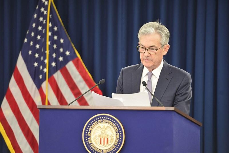 美國聯邦準備理事會11日一如預期維持基準利率不變,聯準會主席鮑爾(圖)認為這個利率水準將維持適當。(圖取自twitter.com/federalreserve)