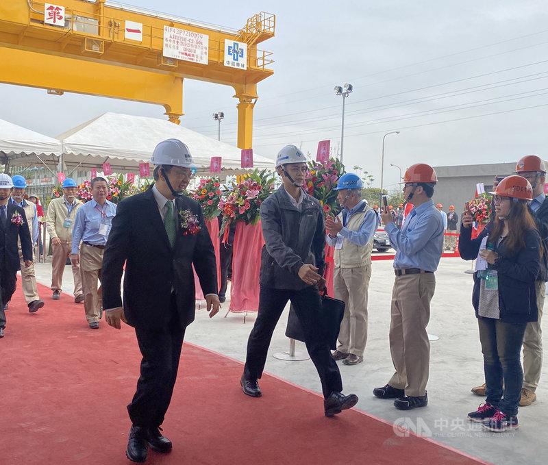 副總統陳建仁(前左)27日參加興達海基竣工典禮,他指出,見證台灣產業實力,未來將機會拓展海外市場成為典範。中央社記者潘羿菁攝 108年12月27日