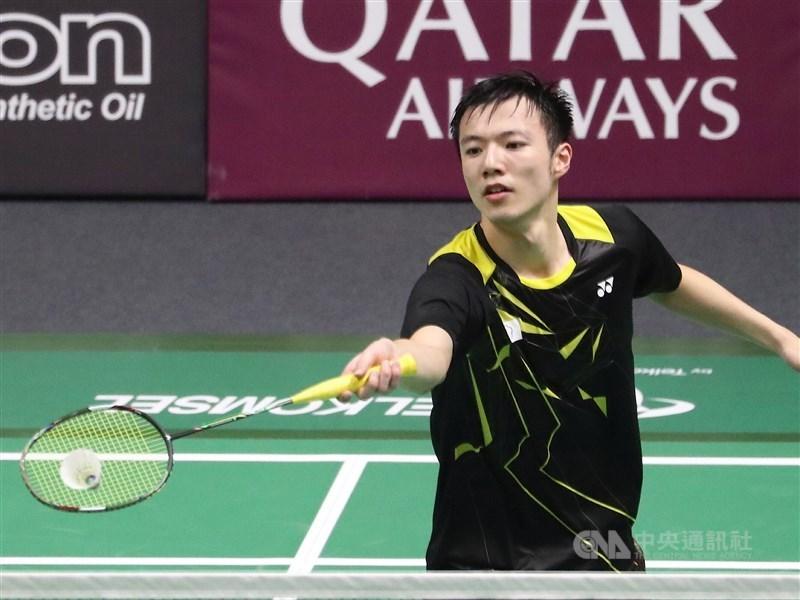 「羽球王子」王子維8日在馬來西亞羽球大師賽首輪迎戰中國好手石宇奇,最終以12比21、20比22吞敗,無緣晉級。(中央社檔案照片)