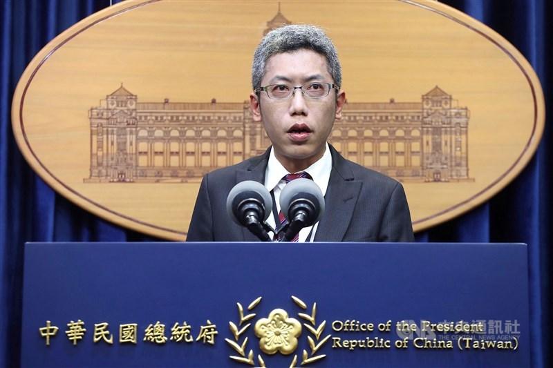 總統府發言人丁允恭15日說,在國際上以中華民國(台灣)、台灣稱呼國家早已行之有年,也是避免常有混淆我國與中國的做法。(中央社檔案照片)