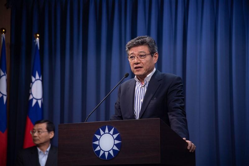 國民黨15日召開中常會討論代理黨主席與代理秘書長人選,由國民黨中常委林榮德(右前)擔任代理黨主席。 中央社記者林俊耀攝 109年1月15日