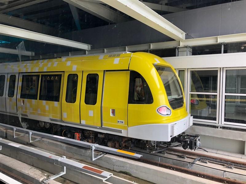 捷運環狀線列車以黃色為主色調,其中5列車外觀以大面積黃色搭配部分白色彩繪做設計,色彩鮮明。(新北市府捷運局提供)中央社記者葉臻傳真 109年1月16日
