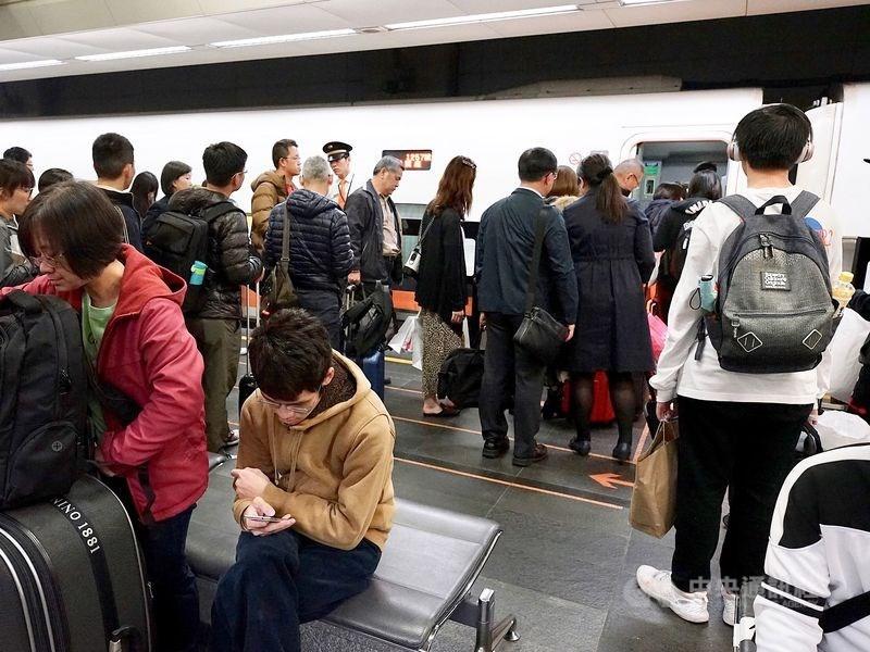 台灣高鐵18日宣布,第6億人次的幸運旅客出爐,是17日晚間7時6分在南港站購票旅客。(中央社檔案照片)