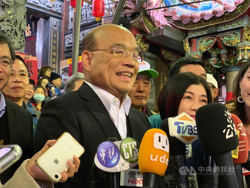 中國與緬甸18日簽署聯合聲明,提及台灣是中華人民共和國不可分割的部分。行政院長蘇貞昌(前左)19日受訪時表示,台灣人民不接受一國兩制、堅持民主自由。中央社記者葉臻攝 109年1月19日