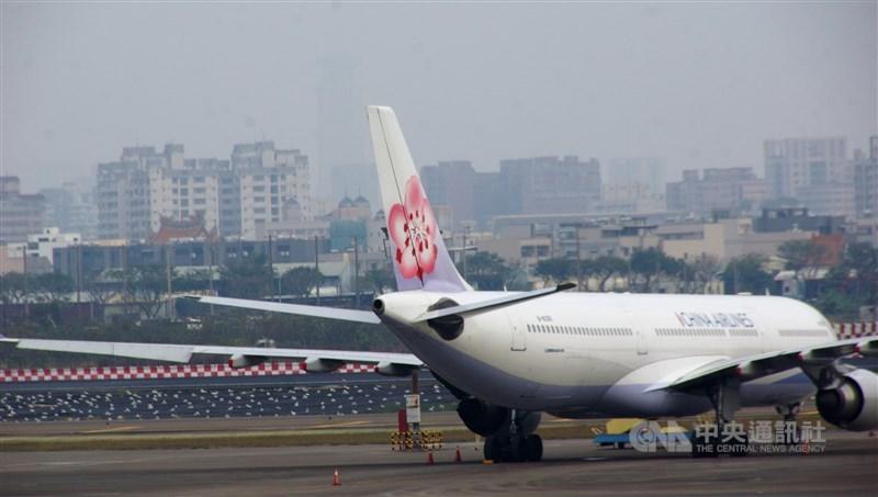 中國武漢肺炎疫情擴大,中華航空22日宣布取消2月10日到2月27日的CI541/CI542 桃園來回武漢航班。(中央社檔案照片)