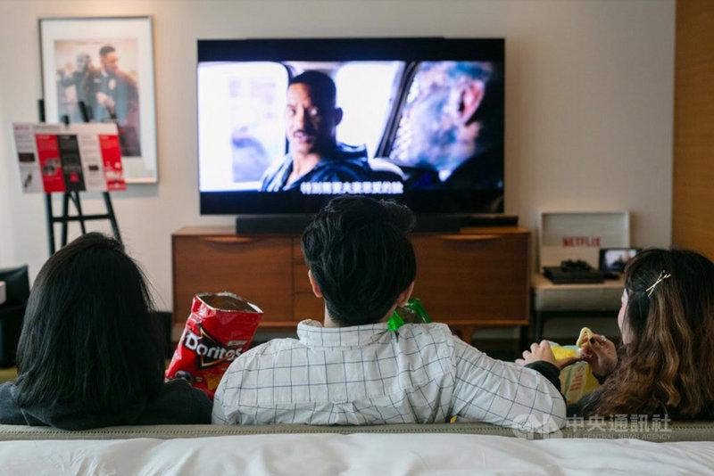 串流影音業者觀察,用戶追求便利也重視觀影體驗,電視端觀看流量占比首度超越個人電腦。圖為串流影音業者Netflix用戶收看內容。(Netflix提供)中央社記者吳家豪傳真 109年1月24日