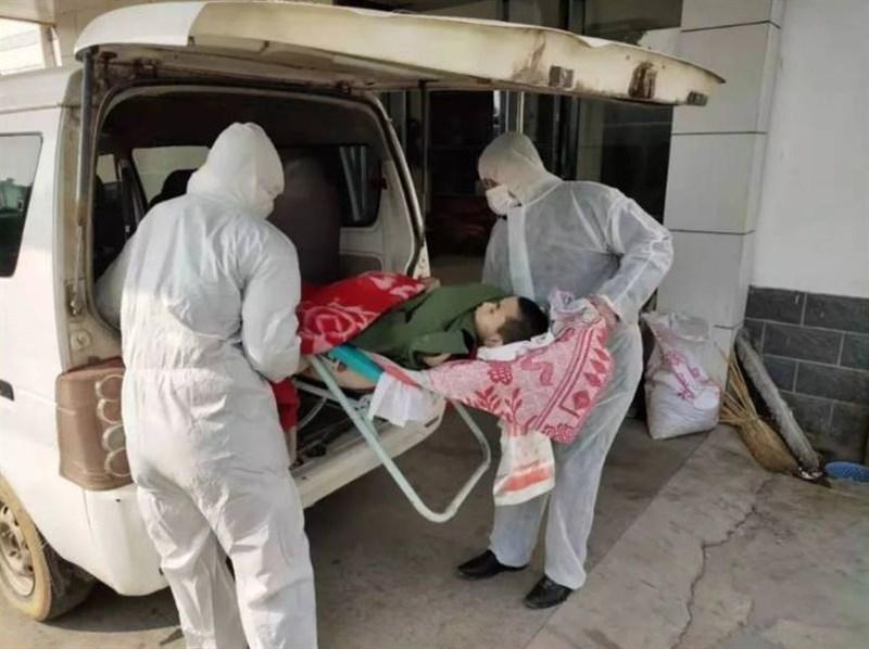 武漢肺炎疫情傳出悲劇,因家人發燒被強制隔離,中國湖北省黃岡市一名17歲的腦性麻痺兒被獨自留在家中6天乏人照料,29日宣告死亡。(圖取自大米和小米微信公眾號網頁)