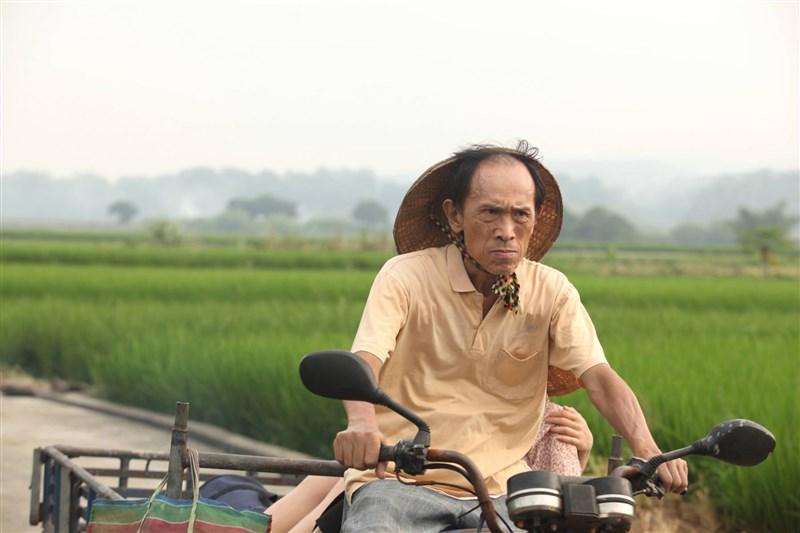 資深演員小戽斗2日晚間病逝,享壽73歲。他從台語片時期入行至今超過50年,他曾表示,從小到大,什麼角色都體驗過,人生已經很豐富。(圖取自小戽斗臉書facebook.com)
