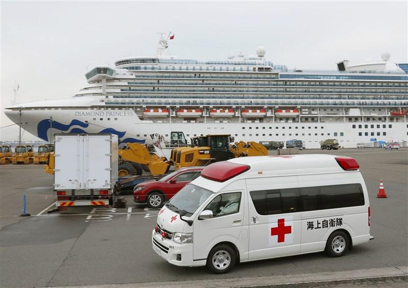 鑽石公主號遊輪爆發武漢肺炎疫情,一名台灣男乘客同船的85歲父親14日確診。(共同社提供)