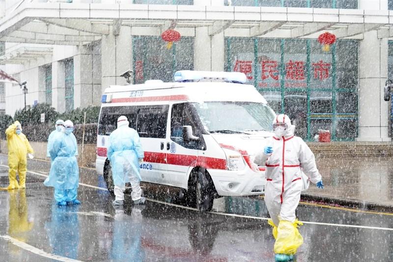 美國「華爾街日報」12日引述世衛調查員的說法報導,中國當局拒絕提供境內最早一批新型冠狀病毒病例的原始資料。圖為武漢協和醫院去年2月15日收治武漢肺炎患者。(中新社)