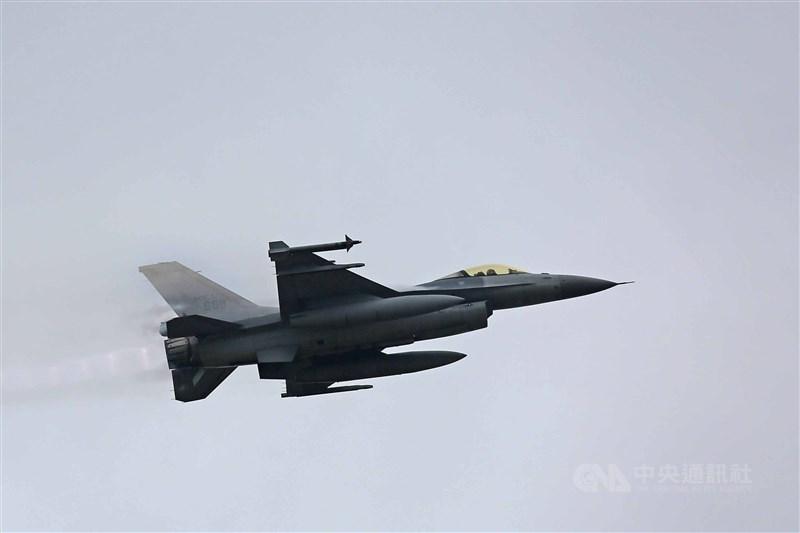 路透社報導,華府在與北京關係緊張之際,2020年以來對台軍售已達51億美元(約合新台幣1441億)。圖為F-16戰機。(中央社檔案照片)