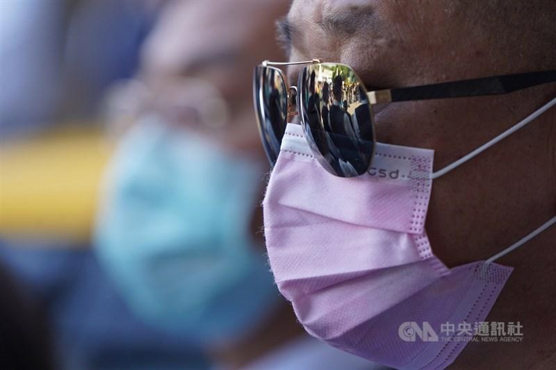 武漢肺炎延燒,疾管署副署長莊人祥22日說,未來台灣若步入社區傳播,除個人衛生要更落實,各行各業也應擬定配套措施。(中央社檔案照片)