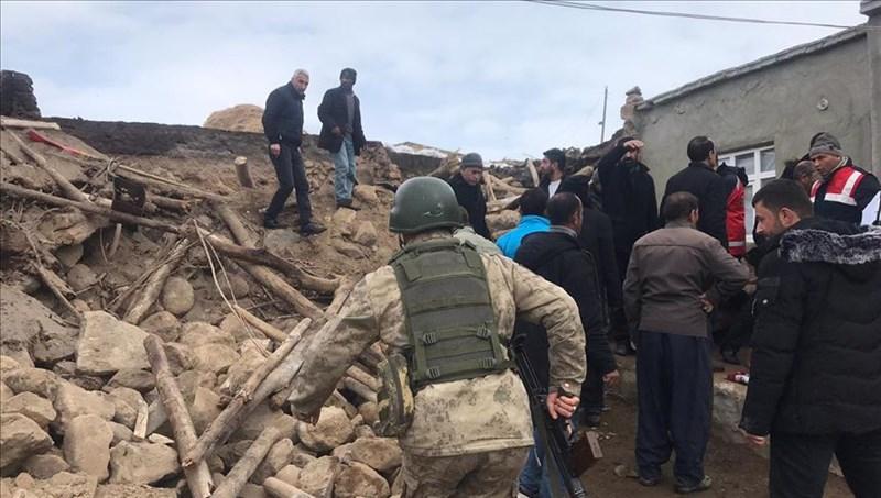 土耳其與伊朗交界邊境地區23日稍早發生規模5.7地震,已知造成土耳其東部8人死亡,其中包含3名兒童,另有5人受傷。(安納杜魯新聞社提供)
