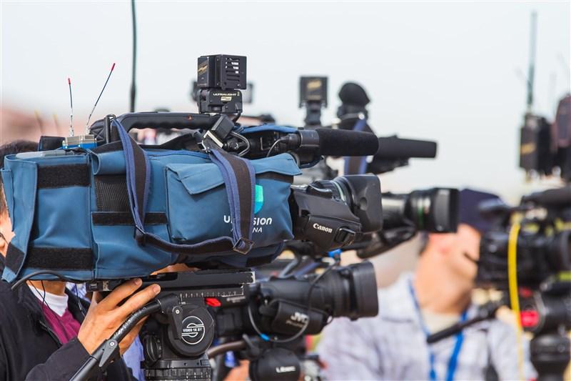 美國之音表示,過去一年因不得其門而入中國以及港區國安法生效等因素,多家國際媒體轉進台灣,並作為觀測和報導中國的根據地。(示意圖/圖取自Unsplash圖庫)