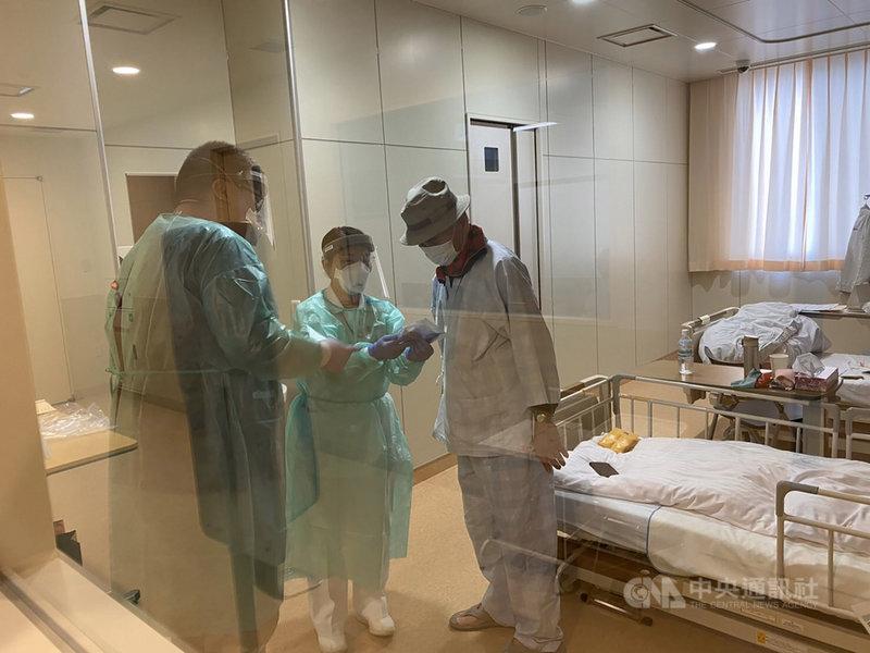 爆發武漢肺炎疫情的鑽石公主號郵輪上確診感染、在日本就醫的5名台灣乘客全部出院,其中3人已順利返台,另2人也待班機回台。圖為一名85歲台籍男士在日本櫪木縣那須一家醫院的就醫情況。(家屬提供)中央社記者楊明珠東京傳真 109年3月6日