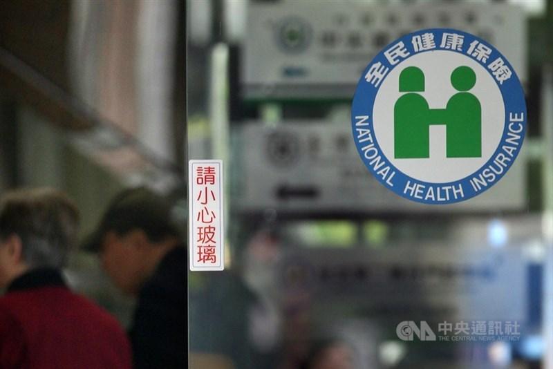 衛福部長陳時中29日證實,健保給付制度將有2大變革,改革方向包含擴大健保支付範圍,除不再侷限醫療院所外,也將擴及公共衛生、預防醫學等領域。(中央社檔案照片)