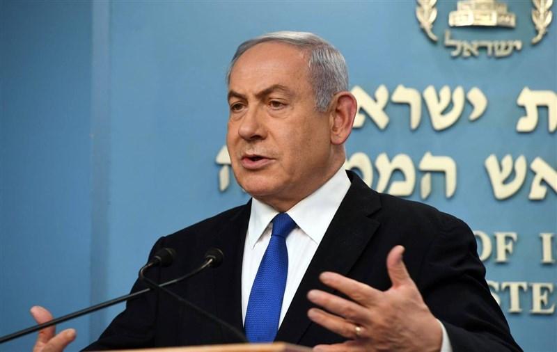 以色列總理尼坦雅胡涉貪案24日開審,首日審理進行約1個小時就結束。尼坦雅胡僅開口確認自己的身分。(圖取自twitter.com/netanyahu)