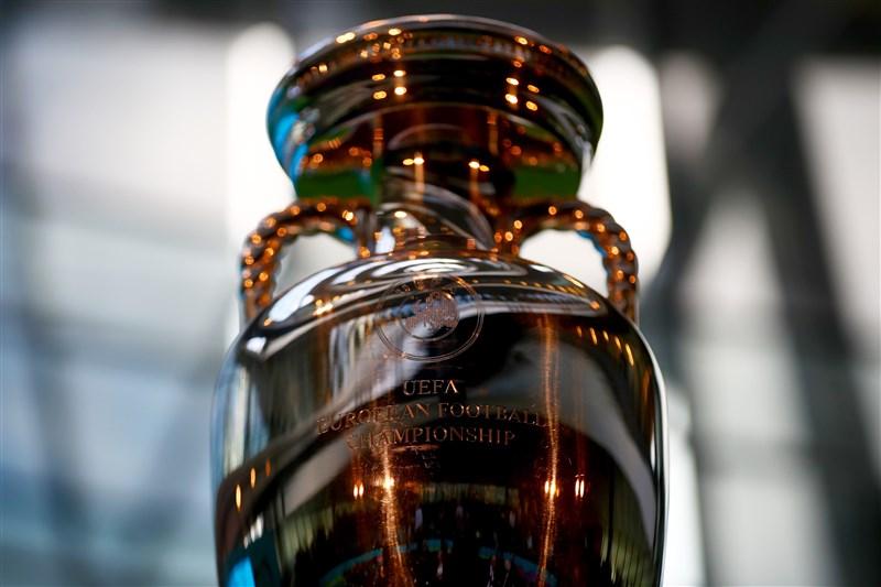 歐洲足球總會17日宣布,2020年歐洲國家盃將推遲一年,延至2021年6月11日到7月11日進行。(圖取自twitter.com/EURO2020)