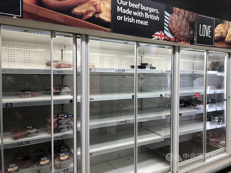 2019年冠狀病毒疾病(COVID-19)疫情延燒,英國民眾囤貨,超市商品被搶購一空。圖攝於17日倫敦。中央社記者戴雅真倫敦攝 109年3月19日